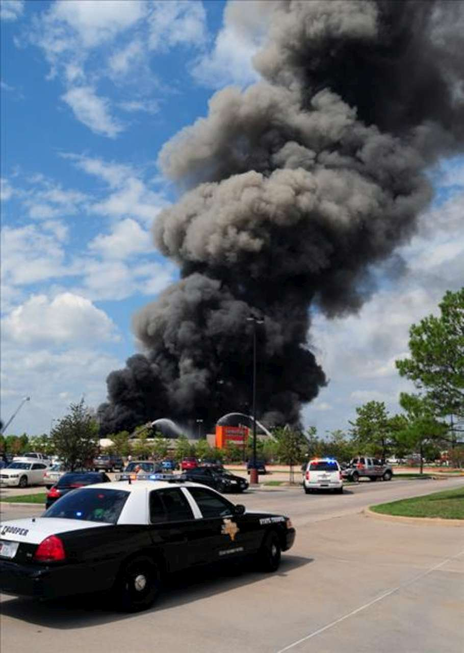 This Photo Was Posted To Channel 13u0027s Web Site. It Shows The Plume From A  3 Alarmer At The Garden Ridge Store At I 45 And Hwy 242 Near The Woodlands.